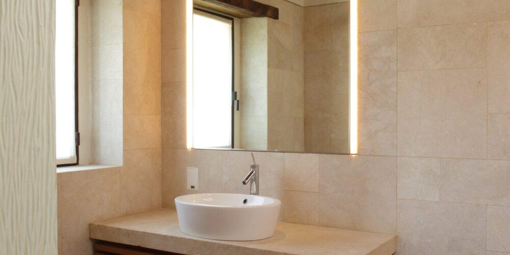 Mobile bagno in legno rovere piano in marmo